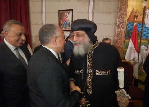 بالصور| وزير الري يزور الكاتدرائية المرقسية لتهنئة الباب بعيد القيامة