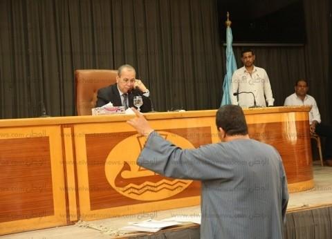 بالصور| محافظ كفر الشيخ يستجيب لطلبات وشكاوى المواطنين بتخصيص معاشات