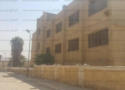 «المعهد العالى الإعدادية»: سور قصير يساعد على الهروب.. وكراتين لسد النوافذ