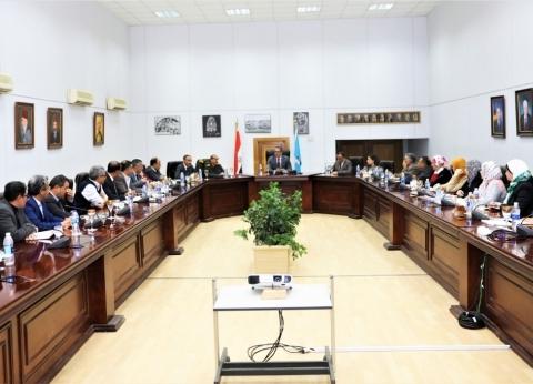 وزير السياحة يتابع مستجدات الأعمال بالمشروعات الأثرية الجارية