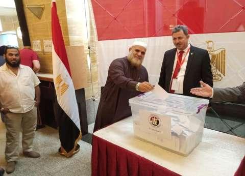 """نائب """"النور"""" يدلي بصوته في """"استفتاء الدستور"""" بقنصلية جدة"""