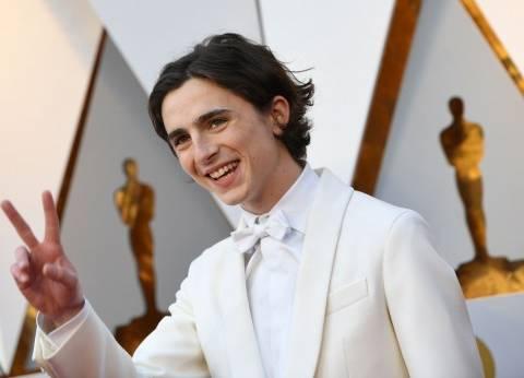 """بالصور  إطلالة بيضاء للمرشح الأبرز لجائزة """"أوسكار"""" أفضل ممثل"""
