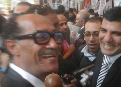 """شبيه """"السادات"""" يصل مقر انتخابات """"الصحفيين"""" لدعم المرشحين"""