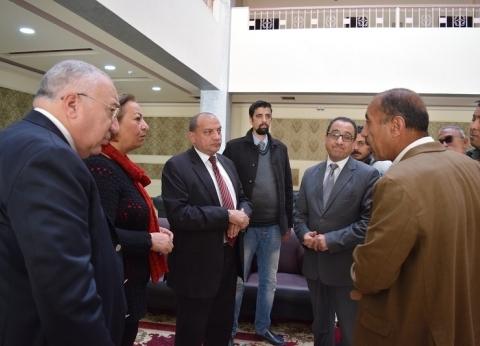 رئيس جامعة بني سويف يطمئن على الوفود المشاركة بالبطولة العربية