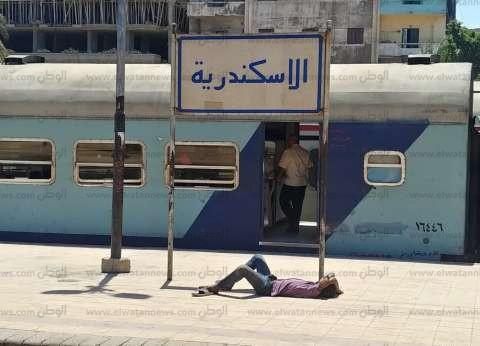 مصرع مأمور ضرائب صدمه قطار في البحيرة