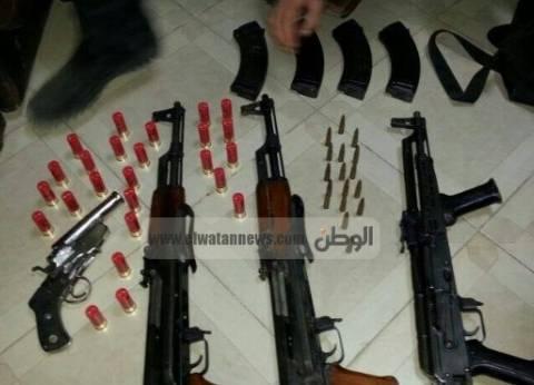 ضبط 10 قطع سلاح و75 طلقة بحوزة مزارع بأسيوط