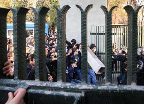 الشرطة الهولندية تعتقل8 متظاهرين هاجموا السفارة الإيرانية