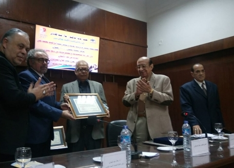 """رئيس """"اتحاد كتاب مصر"""" يكرم نخبة من المخرجين وكتاب الدراما"""