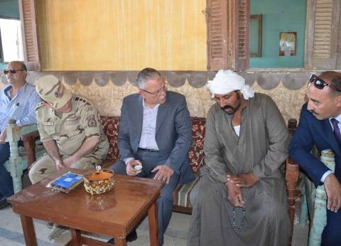 محافظ المنيا يعزي أسرة مجند استشهد بسيناء: حقه سيأتي بعزيمة إخوانه