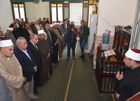 """وزير الأوقاف ومحافظ الشرقية يقدمان العزاء في شهيدي """"الروضة"""" بالحسينية"""