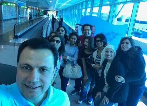 خيري رمضان وعمرو مصطفى يغادران مطار القاهرة إلى شرم الشيخ