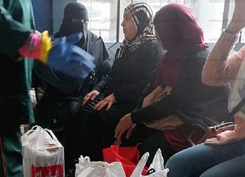 «كعب داير في الخير».. فتيات يساعدن مصابي القطار: «لازم نقف جنب بعض»