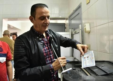 كواليس تصويت طارق علام في الانتخابات.. وزع حلوى على الناخبين والجنود
