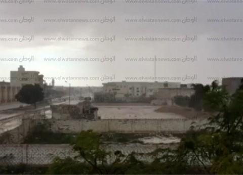 بالفيديو| أمطار رعدية بمطروح والساحل الشمالي.. وشلل لأعمال الصيد حتى السلوم
