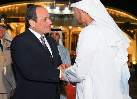 بسام راضي ينشر صور وداع السيسي للشيخ محمد بن زايد في ختام زيارته لمصر