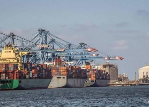 ميناء دمياط: الحريق تحت السيطرة.. ولم يؤثر على سير العمل أو الممتلكات