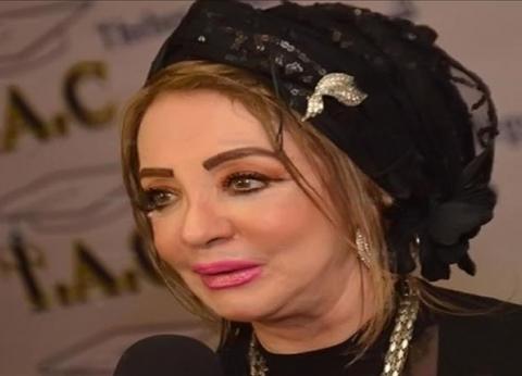 """من الحجاب لـ""""القبعة"""".. شهيرة تثير الجدل بغطاء رأسها: """"أنا من القواعد"""""""