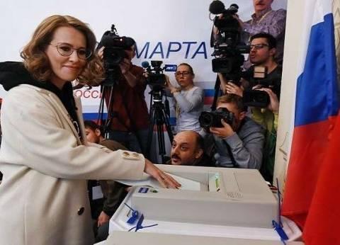 """المرشحة عن حزب """"المبادرة المدنية""""تدلي بصوتها في الانتخابات الروسية"""