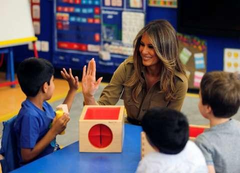 بالصور| زوجة ترامب تزور مدرسة أمريكية في السعودية
