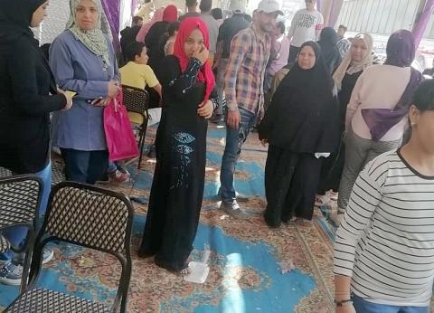 """إقبال كثيف على لجان شبرا الخيمة.. وشباب يرقصون على أنغام """"مافيا مافيا"""""""