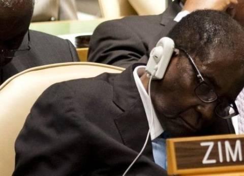 """رئيس زيمبابوي: لن أترك الحكم.. والأطباء دهشوا من """"بنياني القوي"""""""
