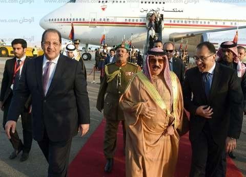 رئيس الوزراء يستقبل العاهل البحريني بمطار شرم الشيخ