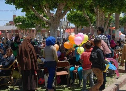 بدء توافد المواطنين على الحدائق والمتنزهات بأسيوط احتفالا بشمالنسيم