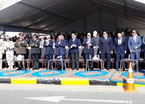 وزير التنمية المحلية ومحافظ بورسعيد يشهدان عرضا عسكريا بشارع 23 يوليو