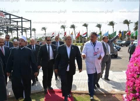 """وزيرا الأوقاف والتنمية المحلية يتفقدان معرض مؤتمر """"مصر والسياحة العلاجية"""""""