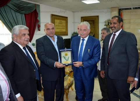محافظ جنوب سيناء يرحب برؤساء المدن الجدد ويكرم المنقولين