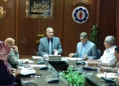 محافظ السويس يطالب الجهاز التنفيذي بمتابعة كافة المشروعات بالأحياء