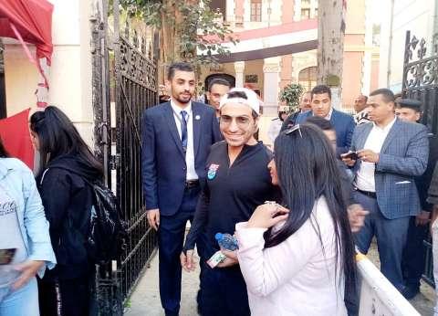 """أحمد فهمي يدلى بصوته في استفتاء الدستور: """"شاركت عشان بلدي تستحق"""""""