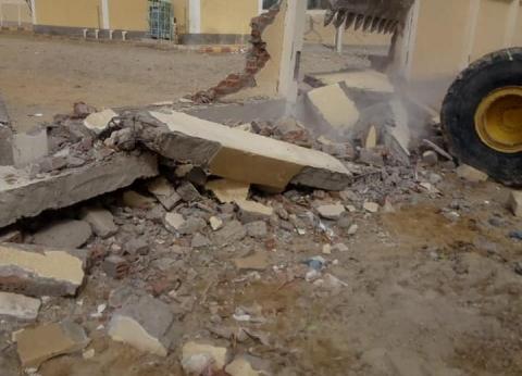 """إزالة الأجزاء الخطرة من سور مدرسة 13 بالتنسيق مع """"الأبنية التعليمية"""""""