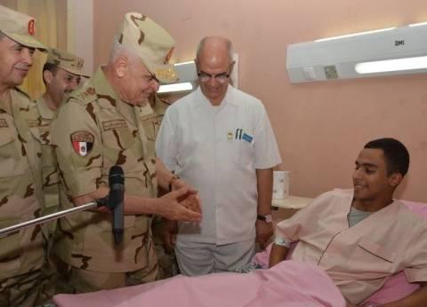 رئيس أركان حرب القوات المسلحة يزور المصابين في المستشفيات العسكرية