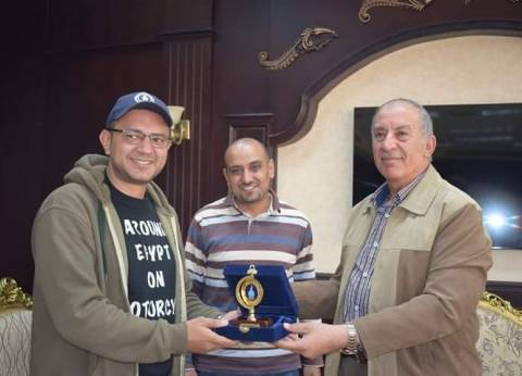 بالصور| محافظ البحر الأحمر يستقبل المغامر المصري علي عبده