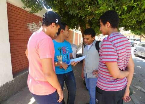 فرحة بين الطلاب في آخر أيام امتحانات الثانوية العامة بالمنيا
