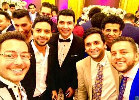 بالصور| أحمد زاهر مع مجموعة من النجوم في حفل زفاف محمد أنور
