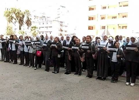 """مدرسة القناة الاعدادية بنات ببورسعيد تنظم وقفة """"كلنا سيناء"""""""