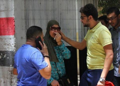 بكاء بين طلاب الثانوية العامة في الإسكندرية لصعوبة امتحان الإنجليزي