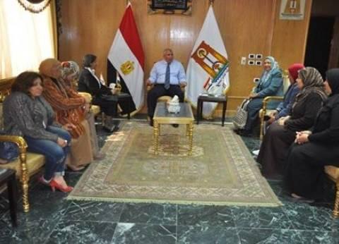 محافظ الوادي الجديد يلتقي أعضاء فرع القومي للمرأة