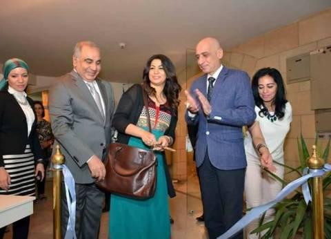 """رئيس قطاع الفن التشكيلي يفتتح معرض ريم مجدي بـ""""قصر الفنون"""""""