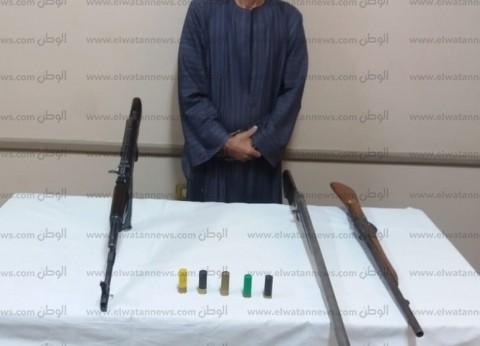 ضبط تاجر سلاح بأسيوط بحوزته 3 بنادق آلية وخرطوش