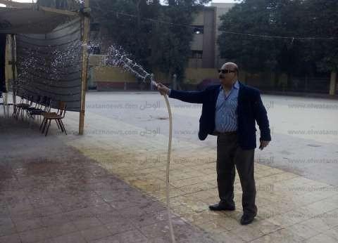"""سكرتير عام محافظة سوهاج لـ """"الوطن"""" بعد رش """"المياه"""" أمام اللجان: كنا ساعة صبحية وملقتش العمال"""