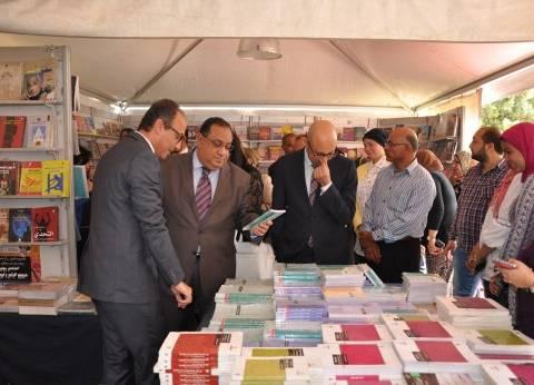 رئيس جامعة حلوان يفتتح معرض الكتاب