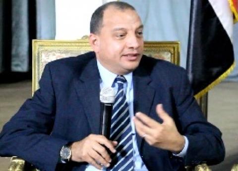 رئيس جامعة بني سويف يفتتح معرض ملابس نادي روتاري