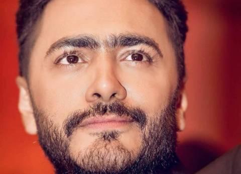 وليد منصور: تامر حسني غادر المستشفى وعاد إلى منزله