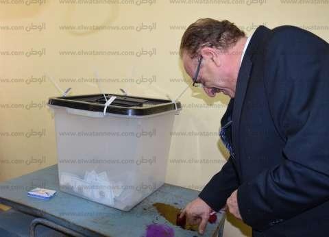 محافظ بني سويف يطلع رئيس الوزراء على سير عملية الانتخاب بيومها الأول
