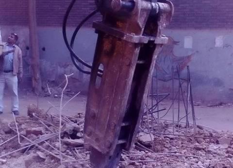حملة لإزالة العقارات توقف أعمال بناء مخالف في الإسكندرية