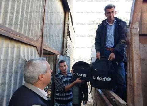 """""""الشيخ زويد التعليمية"""" تتسلم 5 آلاف حقيبة مدرسية من الهلال الأحمر"""