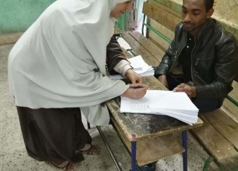 رئيس لجنة ببولاق الدكرور: الإقبال متوسط على مدار اليوم الأول للاستفتاء
